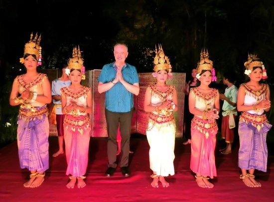 โรงแรมลา เรสิเดนซ์ ดิ อังกอร์:                   Apsara dancers at La Residence d'Angkor