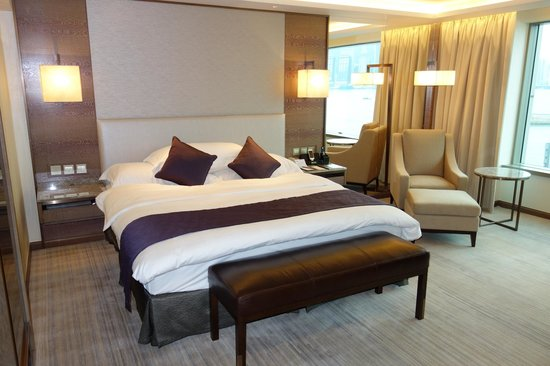 InterContinental Grand Stanford:                   Bed Room (Premier Harbour View Suite)