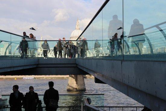 Walk and Talk Photography Tour:                   Millennium Bridge