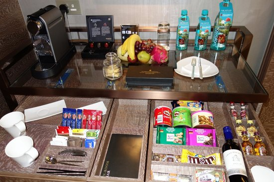 InterContinental Grand Stanford:                   Mini Bar (Premier Harbour View Suite)
