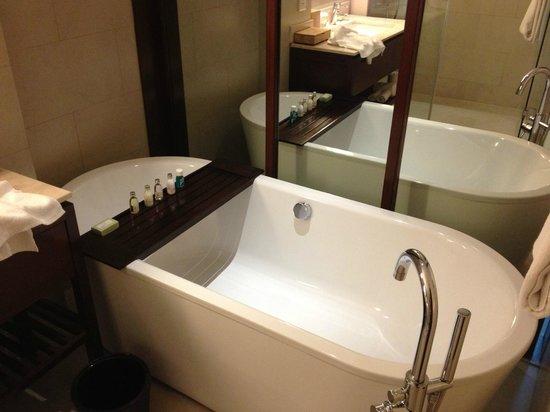 Padma Resort Legian:                   Bathroom