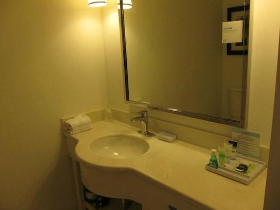 Four Points by Sheraton Los Angeles International Airport: Bathroom Amenities