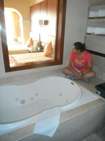 Grand Riviera Princess All Suites Resort & Spa:                   El Jacuzzi de la Habitación Swim Up