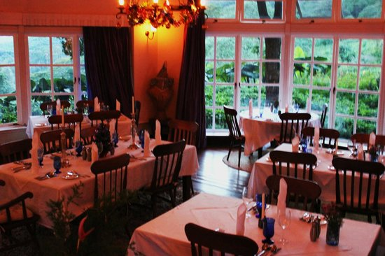 Gibb's Farm: The main dining room just before dinner service