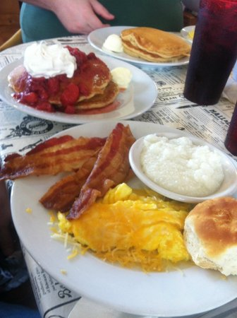 Little House of Pancakes: Strawberry pancake breakfast