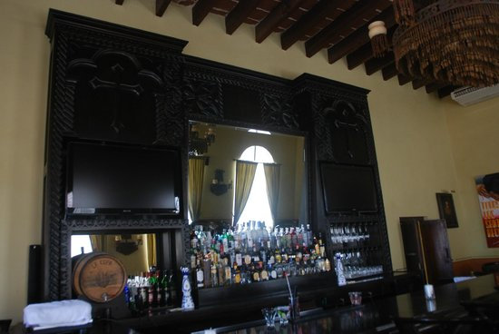 Todos Santos Inn: Beautiful Bar Back!