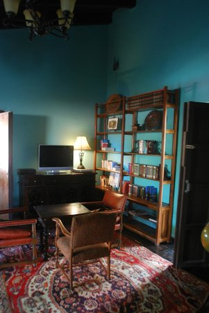 Todos Santos Inn: Game Room & Library