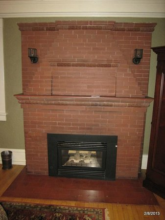 Inn on the Hill:                   Fireplace in Canyonlands room