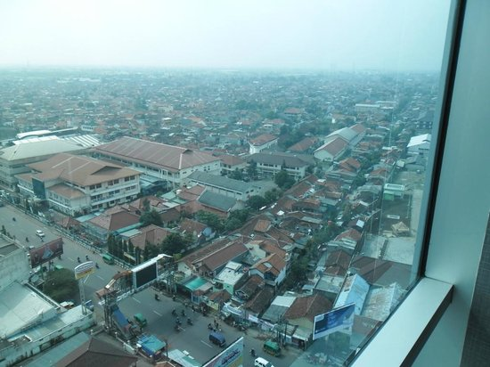 Hotel ibis Bandung Trans Studio:                   take a look from window beside the lift