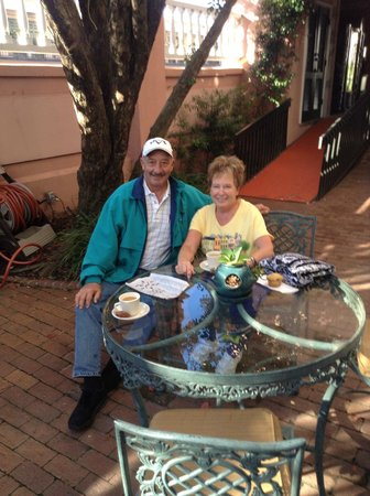 The Meeting Street Inn:                   coffee in the courtyard