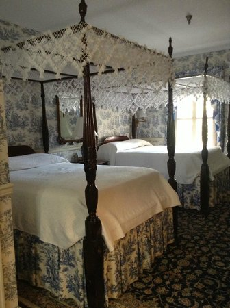 The Meeting Street Inn:                   charming beds
