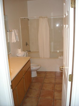 Sedona Village Lodge: Large Bathroom