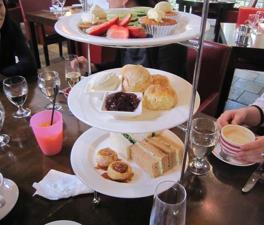 Mercure Gerringong Resort: high tea