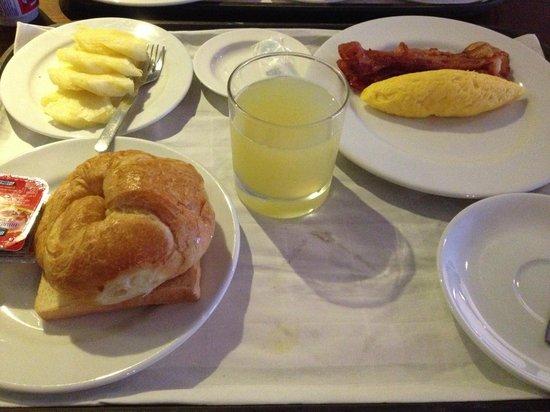لوكس آت سيلوم:                   Breakfast                 