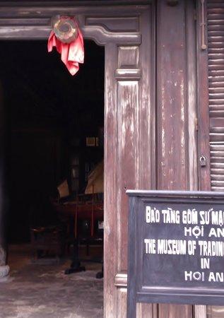Museum of Trade Ceramics:                   博物館の入り口 Entrance