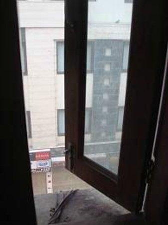 โรงแรม ซาร์แธค พาเลซ:                   morning view
