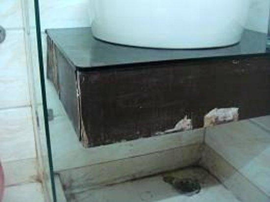 โรงแรม ซาร์แธค พาเลซ:                   not clean
