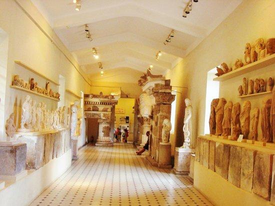 Teatro de Epidauro: Inside the museum