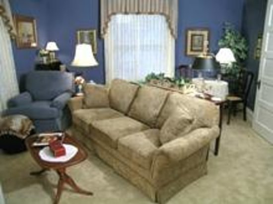 Hardy's Bed and Breakfast Suites: Your own private sitting area.