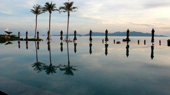 Hansar Samui Resort:                   インフィニティ・プール