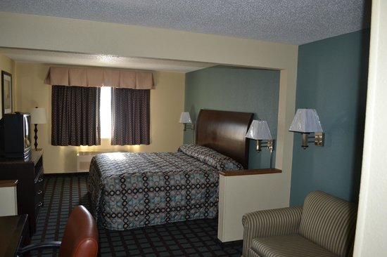 Countryside Inn & Suites: king suite