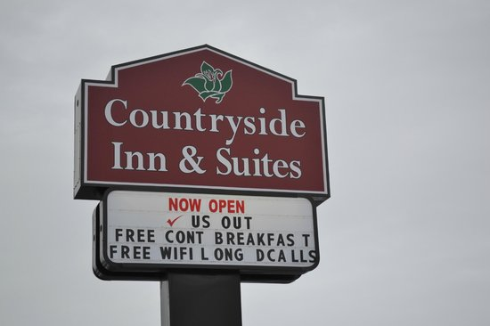 Countryside Inn & Suites: sign