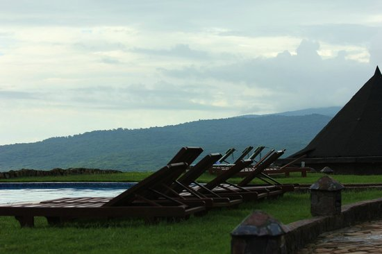 Ngorongoro Sopa Lodge : Swimming pool, and view of crater