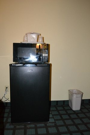Countryside Inn & Suites : micro/fridge