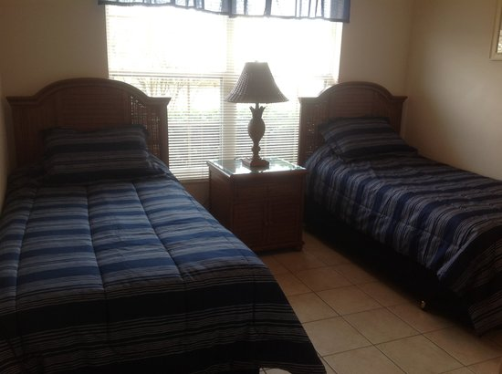 Mission Park: Twin bed
