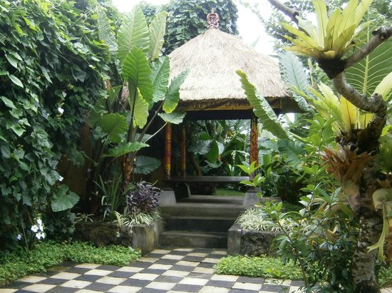 Ubud Green:                                                       Gazebo next to Bumi 4 entrance