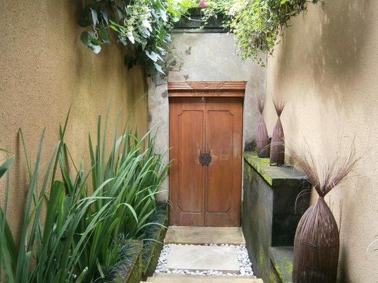 Ubud Green :                                                       Bumi 4 front door/entrance