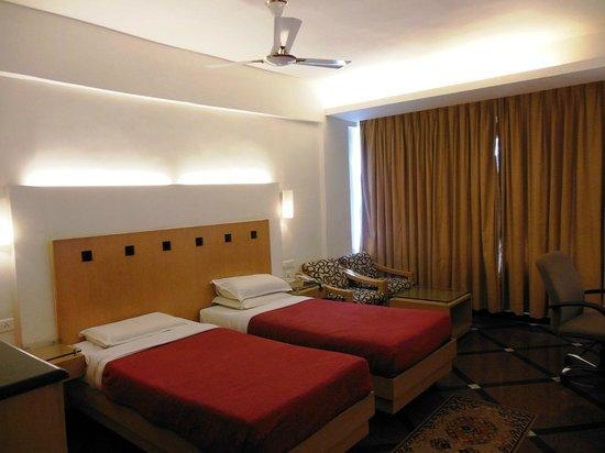 Hotel Ilapuram:                   Room