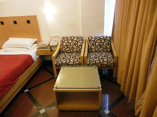 Hotel Ilapuram:                   Dining