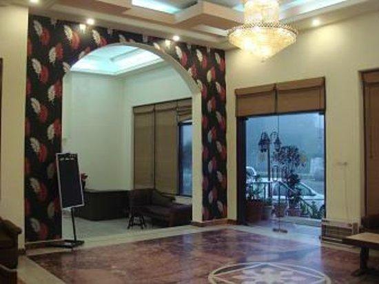Hotel Ganga Ratan:                   front