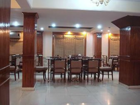 Hotel Ganga Ratan:                   dining