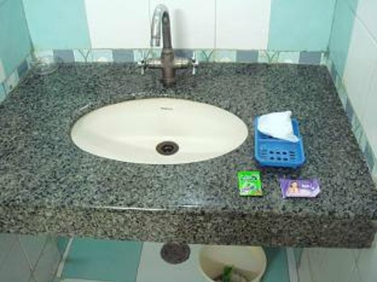 Hotel Ganga Ratan:                   bathroom