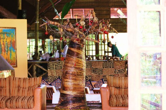Arumeru River Lodge: A Tanzanian Christmas tree in the main building