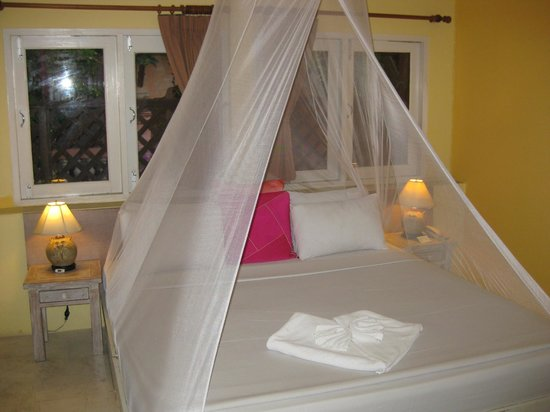 Just Beds @ Baan Rajdamnern: Room F6 bed