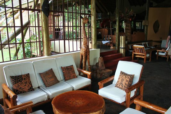 Arumeru River Lodge: Beautifully decorated main building