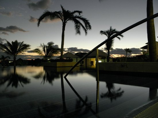 Royalton Cayo Santa Maria : Sunset near the front entrance.
