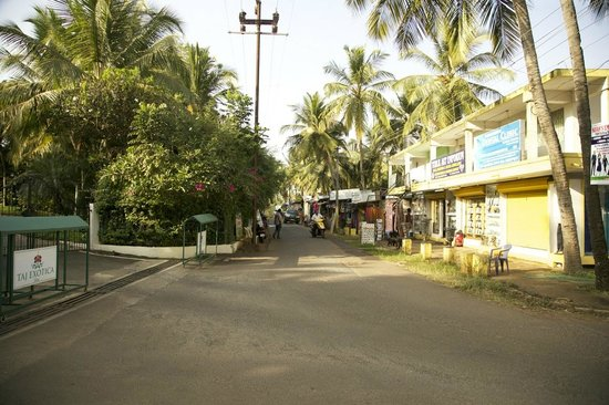 Taj Exotica Goa:                   магазины рядом с отелем