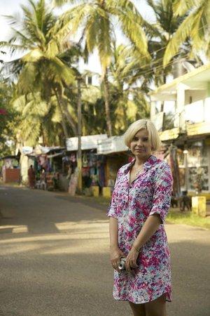 Taj Exotica Goa:                   Около отеля, туника купленная в отеле