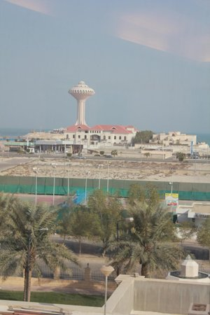 Al Gosaibi Hotel: Corniche view from our room--refreshing...