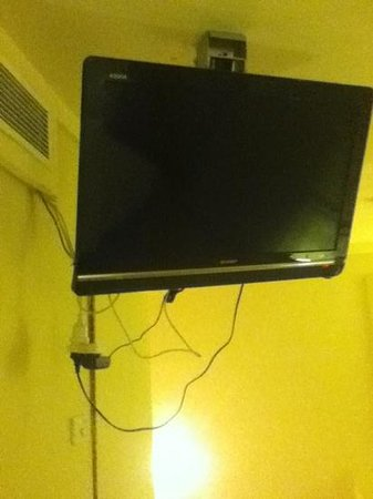 Anchorage Port Stephens:                   cables hanging from tv.