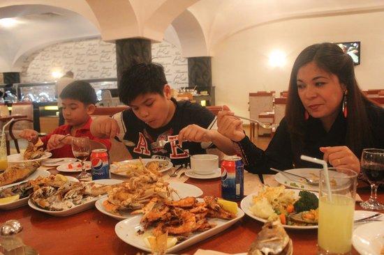 Al Gosaibi Hotel: Ohh lala dinner time