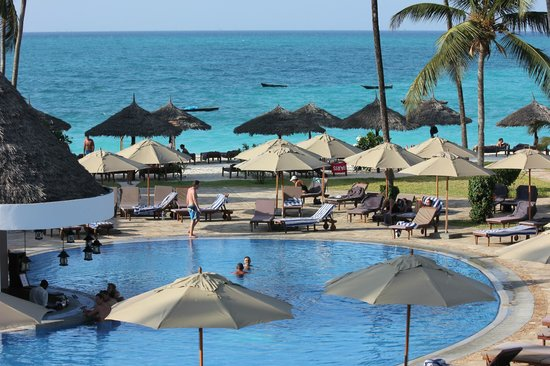 DoubleTree by Hilton Resort Zanzibar - Nungwi: High tide in the afternoon - time for the beach