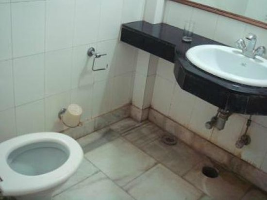 Hotel Vaibhav:                   bathroom