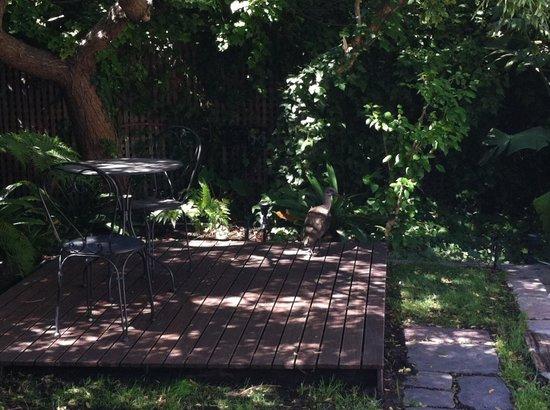 โรงแรมทรีออนแคมส์เบย์บูทีคโฮเต็ลแอนด์สปา:                   Garden Courtyard