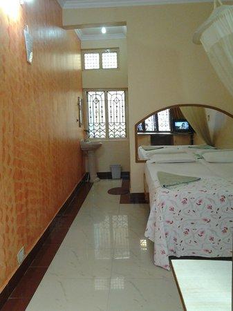 Lakshmi Heritage Tourist Home:                   side view