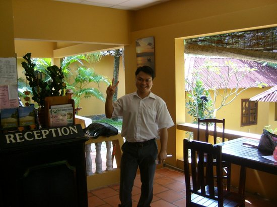 Sea Star Resort: Mr PHU de le reception